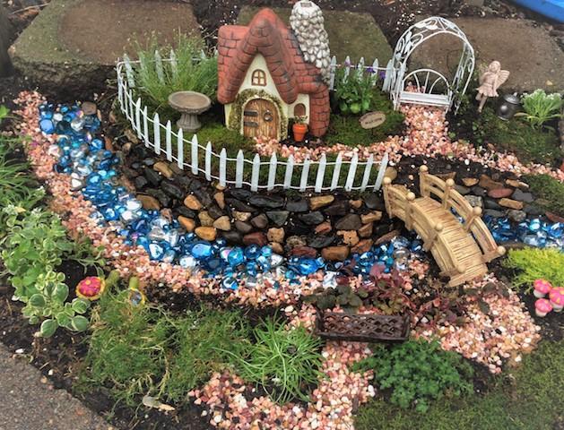 Gnome In Garden: Guest Post- A Kid Friendly Fairy Garden